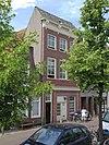 foto van Pand van parterre met twee verdiepingen onder dwars schilddak