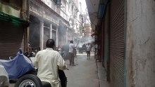 Soubor: Delhi Govt dezinfekční jednotka během pandemie COVID-19 v DillíVID 20200416 132044.webm