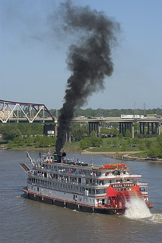Delta Queen - The Delta Queen at the start of the 2004 Great Steamboat Race