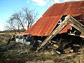 Derelict farm building in Checkendon, Oxfordshire.jpg