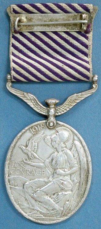 Distinguished Flying Medal - Image: Distinguished Flying Medal, reverse