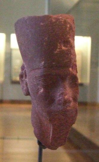 Djedefre - Red granite head of Djedefre, Musée du Louvre.