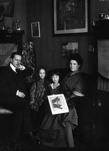 Мстислав Добужинский с семьёй