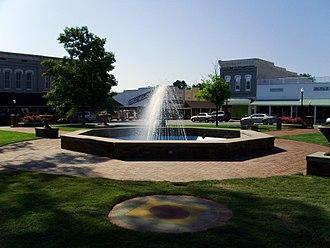 Monticello, Arkansas - Image: Downtown Monticello, Arkansas 006