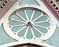 Duomo di firenze, medaglioni intarsiati in marmi nei timpani delle finestre sui fianchi 15,2.jpg