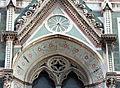 Duomo di firenze, medaglioni intarsiati in marmi nei timpani delle finestre sui fianchi 15.JPG