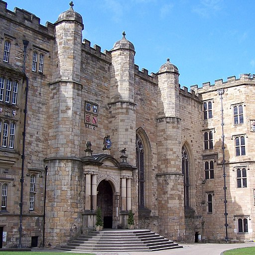 Durham Castle - panoramio - PJMarriott (cropped 2)