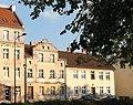 Dwupiętrowa kamieniczka 24 w ciągu kamieniczek ulicy Pieniężnego.jpg