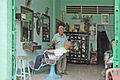 Echoppe de barbier (Sa Dec, Vietnam) (6662994737).jpg