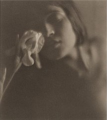 Edward Weston, The white Iris (Tina Modotti), 1921