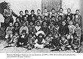 En 1899 o 1900 en el centro de la primera fila con sombrero de paja Federico García Lorca.jpg
