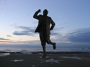 English: Statue of Eric Morecambe in Morecambe...