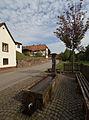Erlenbach bei Dahn-Brunnen bei Hauptstrasse 44-05-gje.jpg