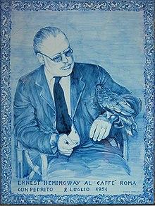 La piastrella che ricorda Ernest Hemingway seduto al Caffè Roma