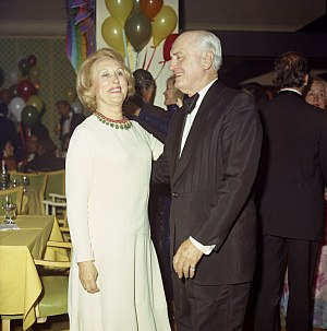 Estée Lauder (businesswoman) - Lauder with Algur H. Meadows in 1972.