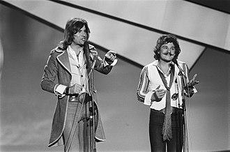 Waterloo & Robinson - Image: Eurovisie Songfestival 76 Den Haag Waterloo + Robinson (Oostenrijk), Bestanddeelnr 928 5021