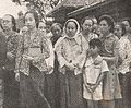 Family of Sudirman at his grave side, Kenang-Kenangan Pada Panglima Besar Letnan Djenderal Soedirman, p24.jpg