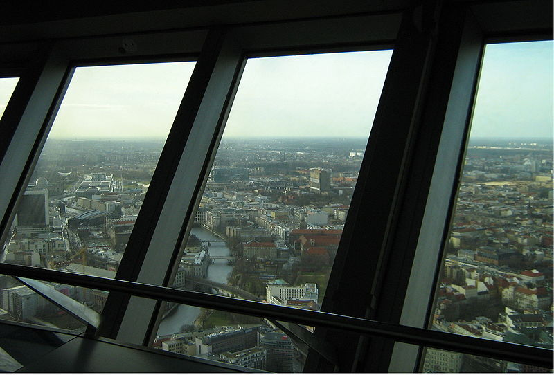 Datei:Fernsehturm Berlin view from inside 20070228.jpg