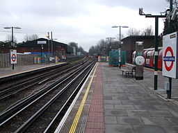Finchley Central stn look south2
