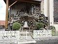 Fleisheim (Moselle) grotte de Lourdes et monument aux morts.jpg