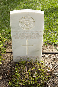 Flight Lieutenant G J O'Sullivan gravestone in the Wagga Wagga War Cemetery.jpg