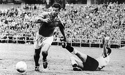Just Fontaine with the ball during a game