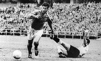Just Fontaine - Fontaine playing for France at the 1958 FIFA World Cup.