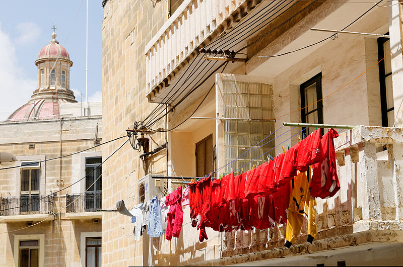 File:Football laundry Vittoriosa.jpg