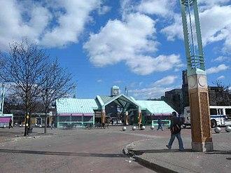 Fordham Plaza, Bronx - Image: Fordham bus station jeh