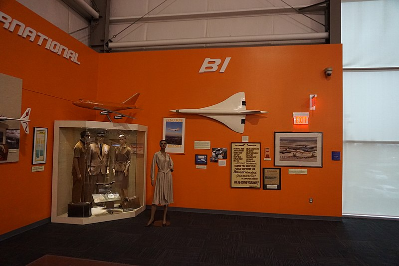 File:Frontiers of Flight Museum December 2015 097 (Braniff International Airways exhibit).jpg