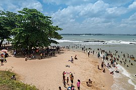 Galle beach Sri Lanka (29779096390).jpg