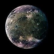 Vue de Ganymède par la sonde Galileo.