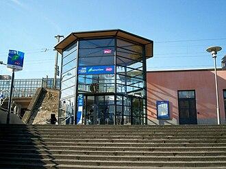 Nogent–Le Perreux station - Entrance of the station.