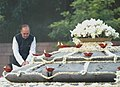 Ghulam Nabi Azad paying floral tributes at the Samadhi of former Prime Minister, Rajiv Gandhi on the occasion of his 65th birth anniversary, at Vir Bhoomi, in Delhi on August 20, 2009.jpg