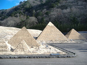 Giza Necropolis in Tobu World Square.jpg