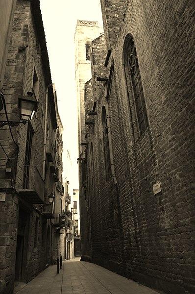 File:Gothic Quarter, Barcelona (7) (31136728171).jpg