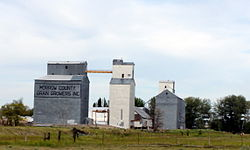 Grain elevators in w:Lexington, Oregon
