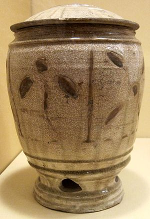 Craquelure - Grain jar from Vietnam, Thanh Hoa, 11th-12th century, porcelain with deliberate crackle glaze