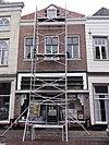 foto van Huis met schilddak en zeer eenvoudige lijstgevel in schoon werk