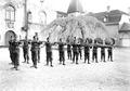 Gruppe von Infanteristen beim Bajonettfechten - CH-BAR - 3238128.tif