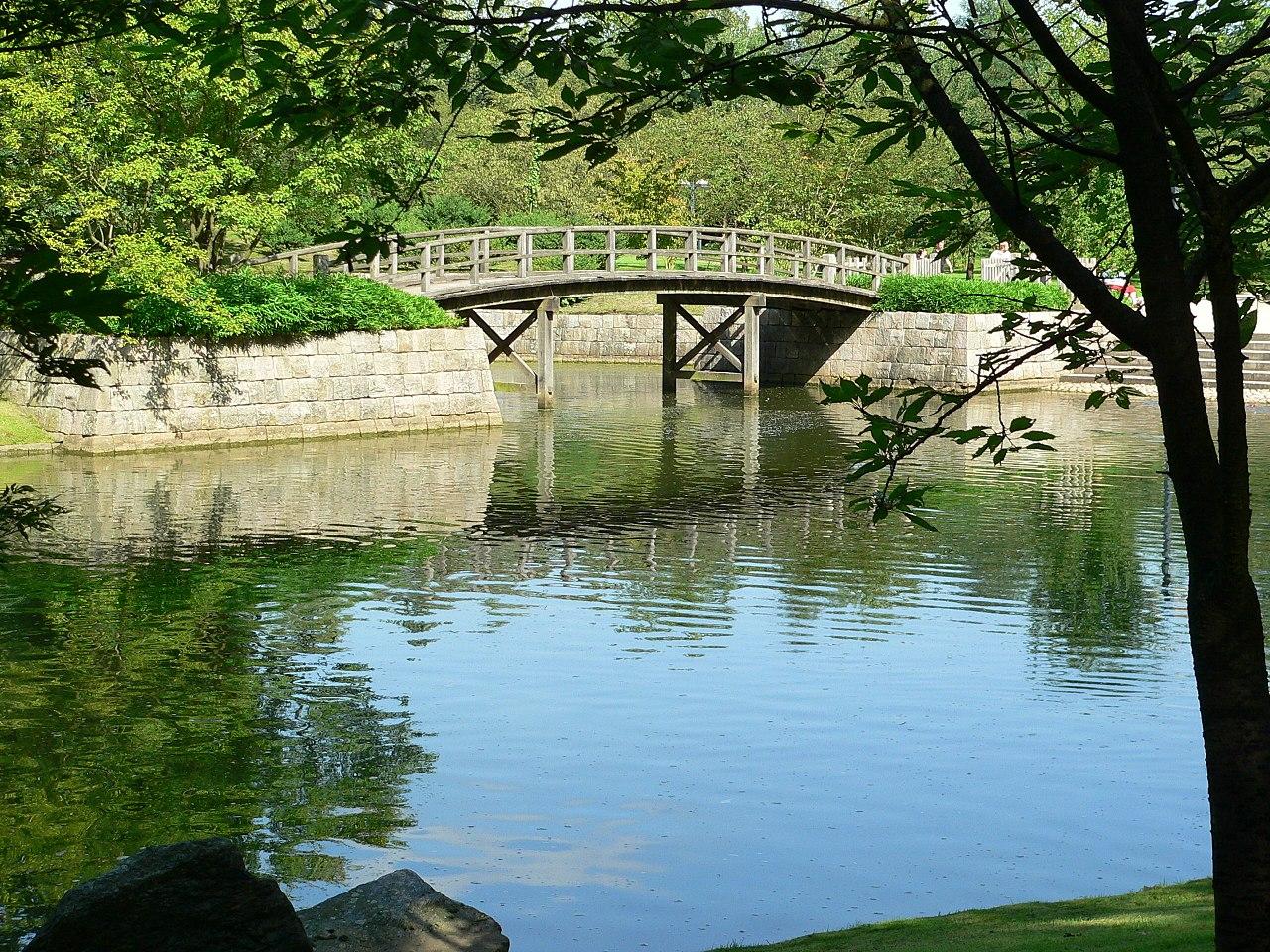File:Hasselt-Japanischer-Garten-Brücke-20060906.JPG - Wikimedia ...