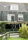 foto van Houten huis onder een lang zadeldak met de nrs 12, 13 en 15/17