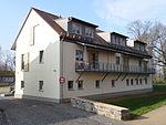 Hof Grass Wohngebäude 01.JPG