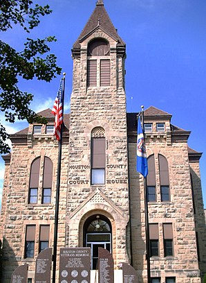 Das Houston County Courthouse in Caledonia, gelistet im NRHP Nr. 83000905[1]