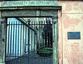Huguenot-cemetery-1693-entrance.jpg