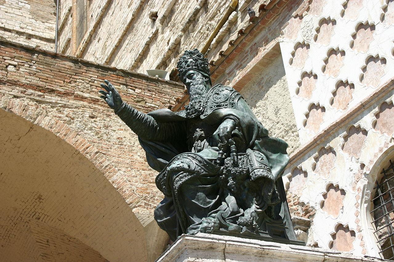 Статуя Папы Юлия III Перуджа Собор Сан Лоренцо Giovanni Dall'Orto wikimedia.org