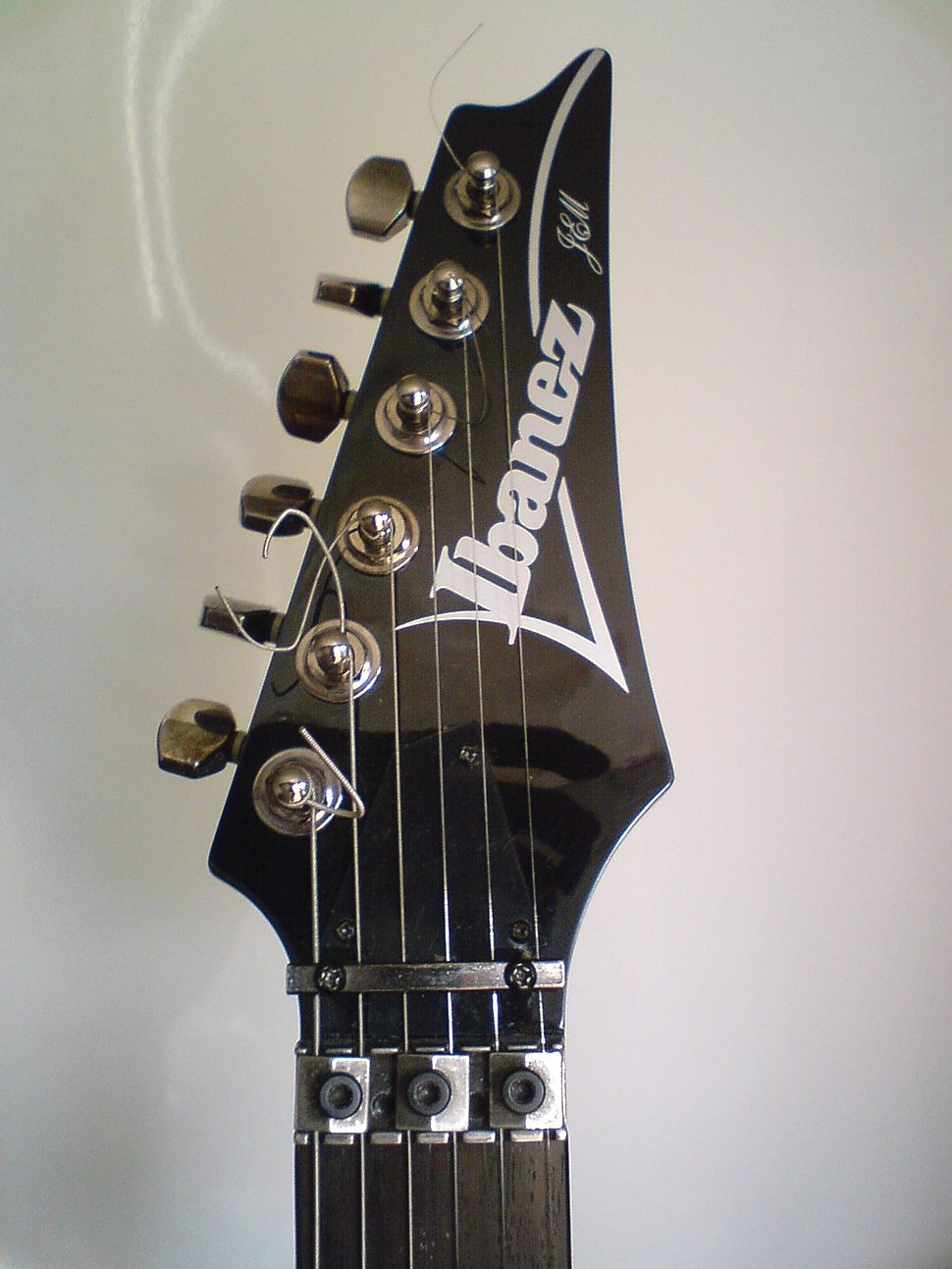 IbanezJem555BK-headstock