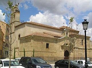 Iglesia de San Isidoro. Vista desde la plaza Poeta Cristóbal de Castillejo.jpg