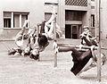 Igra otrok na enem izmed celjskih dvorišč 1961 (2).jpg
