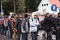 Immigranten beim Grenzübergang Wegscheid (22496192613).jpg